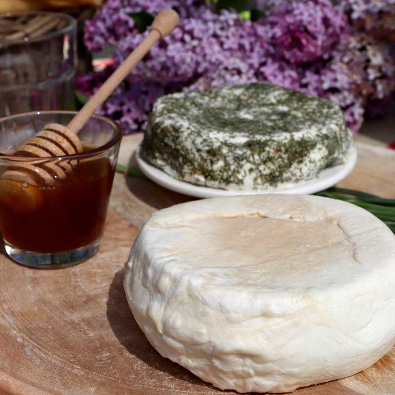 Formaggetta d'Uò nelle varianti Miele di melata e erba cipollina!
